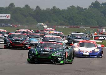 """""""Спиртовый"""" Aston Martin выиграл этап британского GT-чемпионата"""