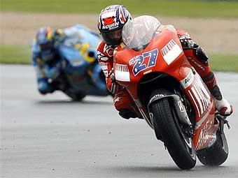 Мотогонщик Ducati Кейси Стоунер выиграл Гран-при Великобритании