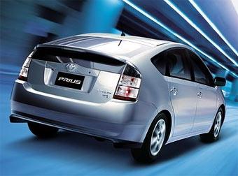 """Toyota в два раза снизит """"доплату"""" за """"гибриды"""""""
