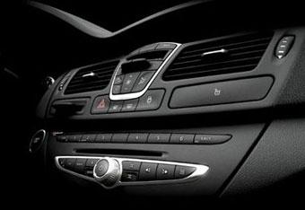 Renault показала в Интернете часть новой Laguna