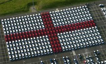 Рабочие завода Toyota составили из машин английский флаг