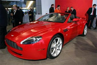 Aston Martin показал VIP-персонам две новинки