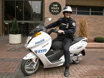 Полиция Нью-Йорка проведет испытания электроскутеров