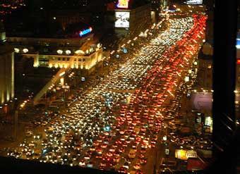 Лужков направит студентов считать машины на улицах города