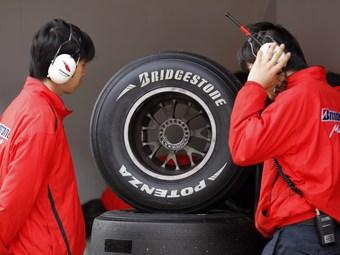 FIA попросила Bridgestone изменить шины Формулы-1