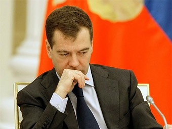 Медведев потребовал удешевить строительство дорог