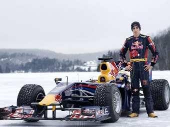 """Себастьен Буэми провел заезды на болиде """"Формулы-1"""" по снегу"""