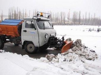 В Петербурге из-за снега на месяц ограничили парковку