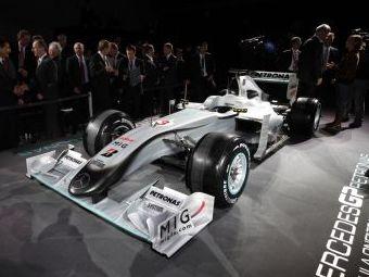 Команда Mercedes GP представила расцветку болидов