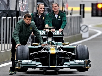 Команда Формулы-1 Lotus сменит двигатели и коробку передач