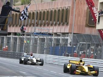 Бельгийский гонщик одержал первую победу в GP2