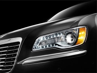 Концерн Chrysler показал кусочки нового седана