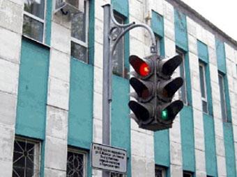 В Перми установлен памятник светофору