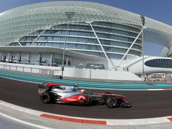 Льюис Хэмильтон стал лучшим по итогам пятничных заездов в Абу-Даби