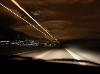 Британцы предложили запретить начинающим водителям ездить по ночам