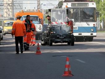 Левитин предложил запретить ремонт дорог в дневное время