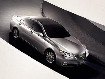 Lexus привезет в Москву новый седан и доступную версию кроссовера RX
