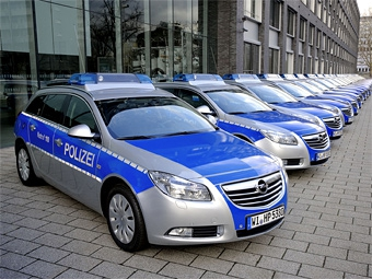 """Немецкая полиция закупила сотню новых """"Опелей"""""""