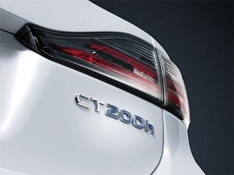 Появилась первая фотография компактного хэтчбека Lexus