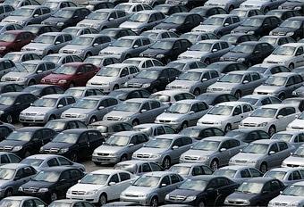 Продажи автомобилей в Европе впервые за 10 месяцев упали