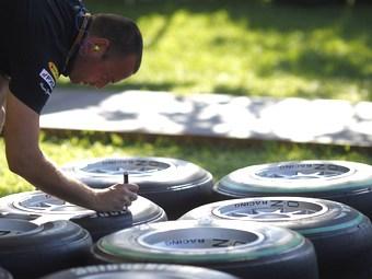 Компания Bridgestone выбрала шины на три гонки Формулы-1