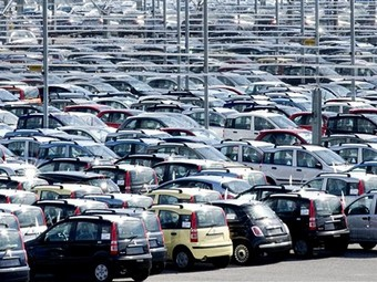 В мае продажи автомобилей в России выросли на треть