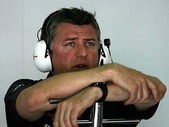 Директор Force India обвинил Lotus в переманивании специалистов большими зарплатами