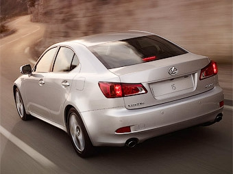Новый Lexus IS станет гибридом и получит кузов универсал