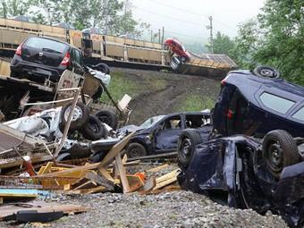 В результате крушения поезда пострадало 200 автомобилей Dacia