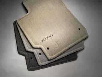 Toyota научит своих клиентов пользоваться напольными ковриками