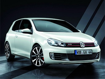 VW и Adidas разработали спецверсию хэтчбека Golf GTI