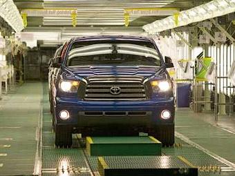 Из-за отзывов Toyota приостановит выпуск автомобилей на двух заводах