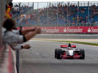 Пастор Мальдонадо укрепил лидерство в серии GP2