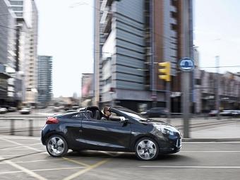 Компания Renault предложила британцам раздеться в обмен на новый родстер