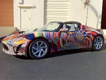 Электрокар Tesla разрисовали к ярмарке современного искусства