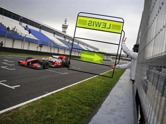 """Льюис Хэмильтон выиграл вторую тестовую сессию """"Формулы-1"""""""