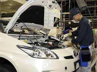 Toyota ремонтирует по 50 тысяч отозванных автомобилей в день