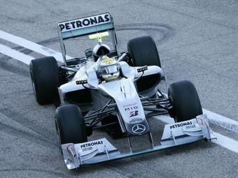 """Гонщик Mercedes показал лучшее время на тестах """"Формулы-1"""""""