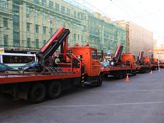 Эвакуаторы уберут автомобили от станций метро в центре Москвы