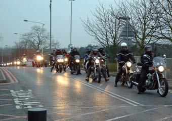 Банда мотоциклистов грабит женщин на дорогих иномарках