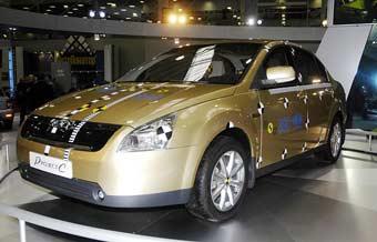 """За месяц """"АвтоВАЗ"""" представит свои машины на пяти автосалонах"""