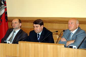 Лужков предлагает пустить федеральные трассы через Москву