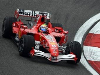 Болиды Ferrari опередили Renault в свободных заездах в Китае