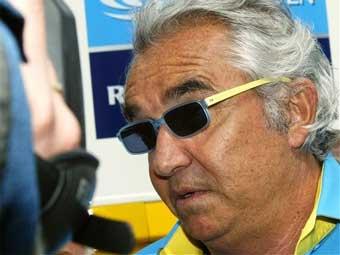 Шеф Renault обвинил FIA в фаворитизме