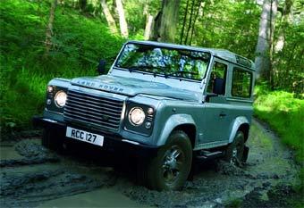Land Rover Defender немного обновился