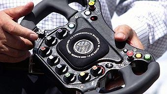 Болиды McLaren F1 получат отделку из бриллиантов