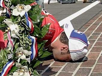 """Победителем гонки """"500 миль Индианаполиса"""" стал Сэм Хорниш-младший"""