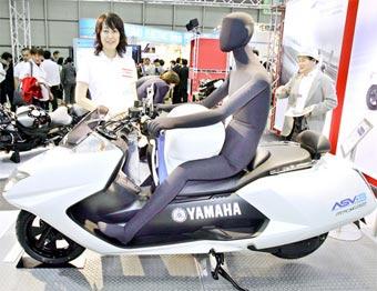 Yamaha разместила подушку безопасности между ног