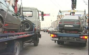 В Москве началась массовая эвакуация неправильно припаркованных автомобилей