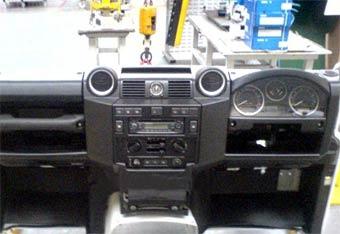 Обновленный Land Rover Defender получит современный интерьер